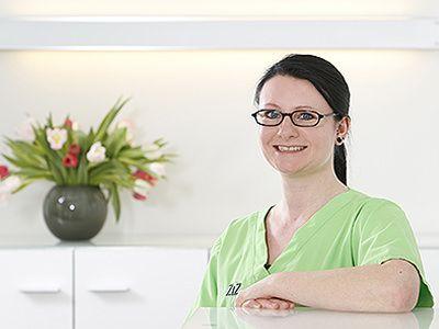Martina Idler ist ausgebildete Zahnmedizinische Fachangestellte